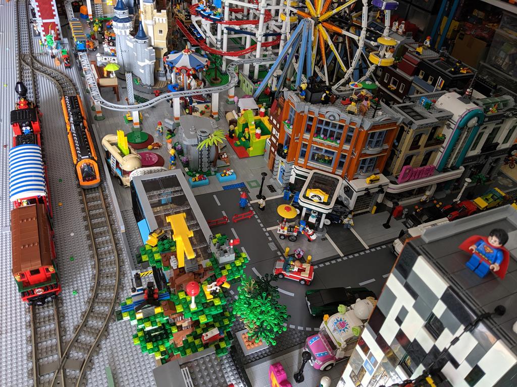 LEGO Disney Zug und Bahnhof 71044 im Vergleich mit dem