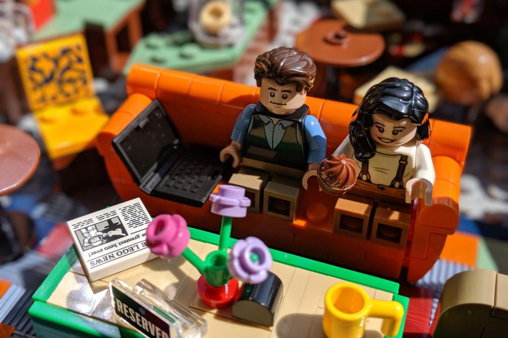 lego-ideas-friends-central-perk-21319-couch-chandler-monica-2019-zusammengebaut-andres-lehmann zusammengebaut.com