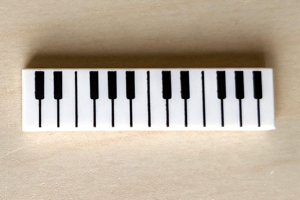 lego-ideas-friends-central-perk-21319-keyboard-fliese-print-druck-tasten-019-zusammengebaut-andres-lehmann zusammengebaut.com