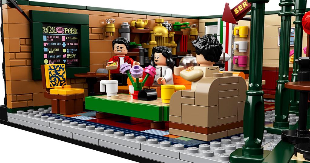 lego-ideas-friends-central-perk-21319-seitenansicht-2019 zusammengebaut.com