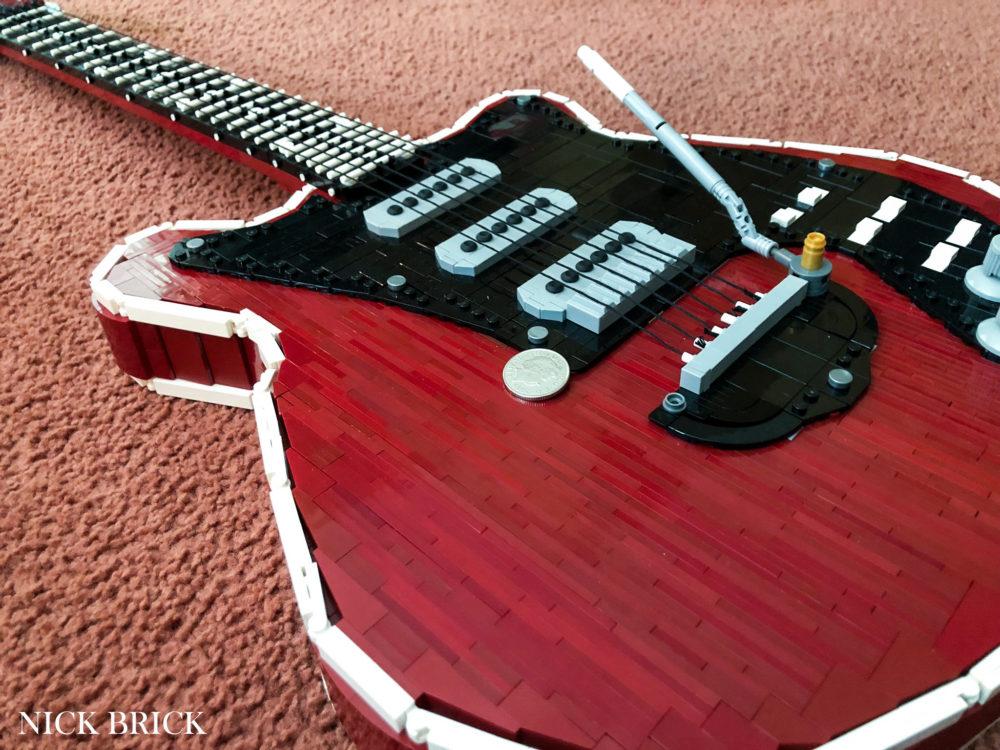 lego-moc-e-gitarre-queen-nick-brick zusammengebaut.com