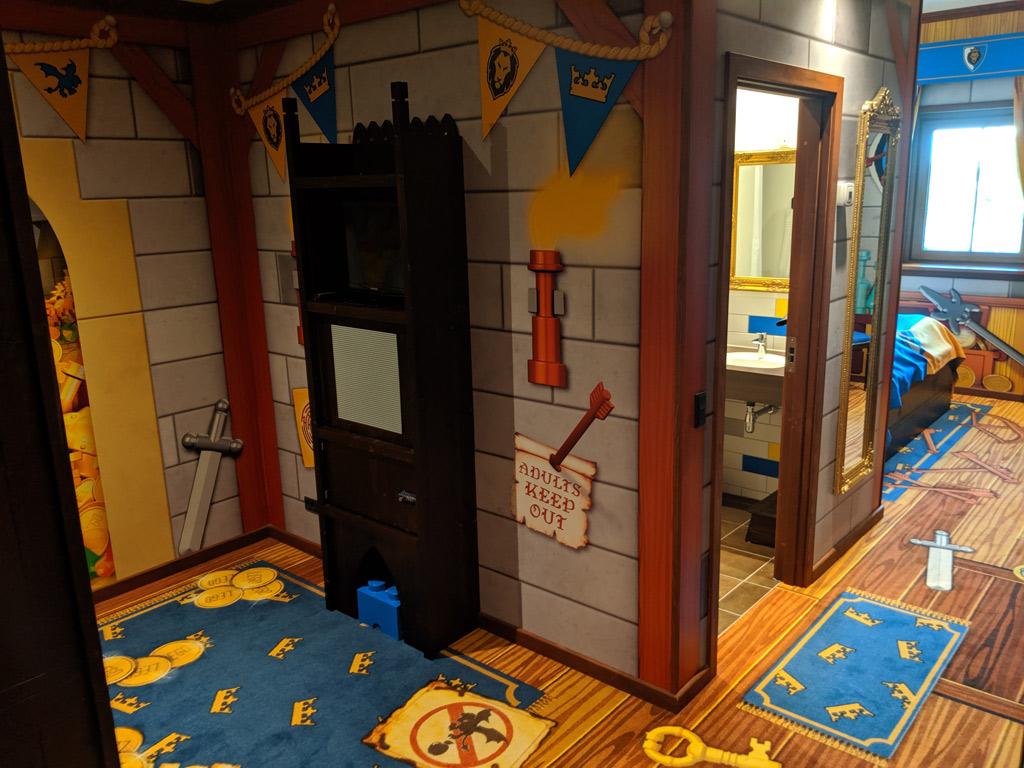 legoland-castle-hotel-billund-lego-knights-castle-room-tour-1-2019-zusammengebaut-andres-lehmann zusamengebaut.com