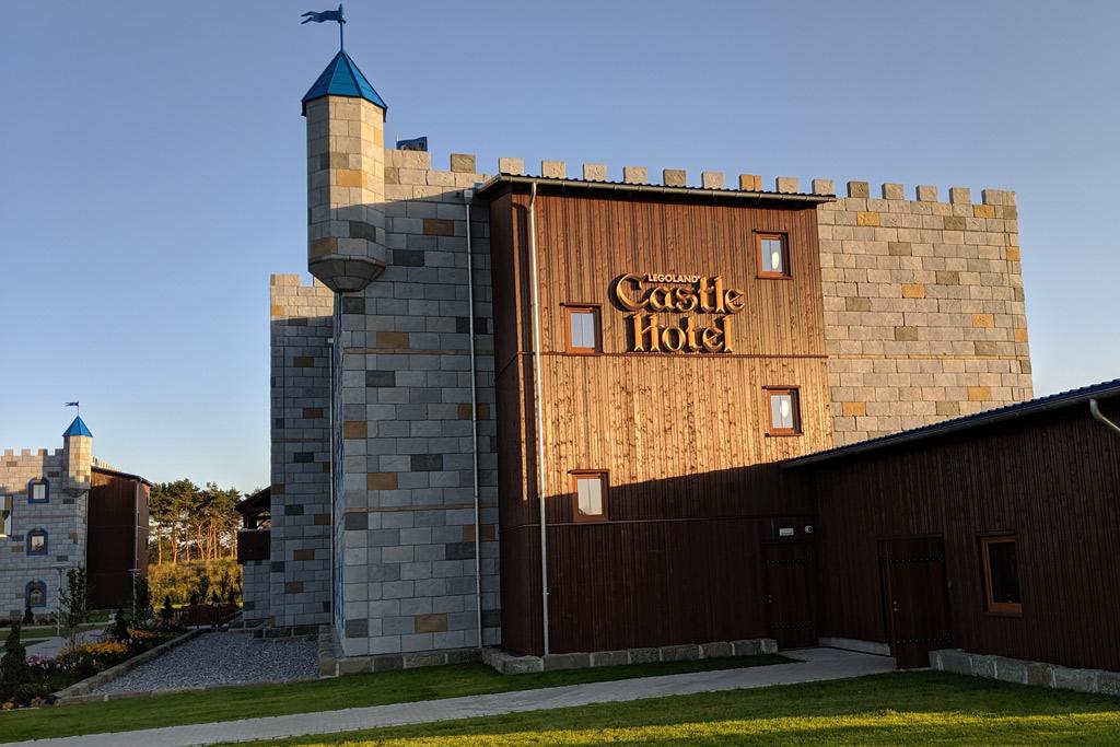 legoland-castle-hotel-billund-lego-knights-castle-room-tour-aussen-2019-zusammengebaut-andres-lehmann zusammengebaut.com