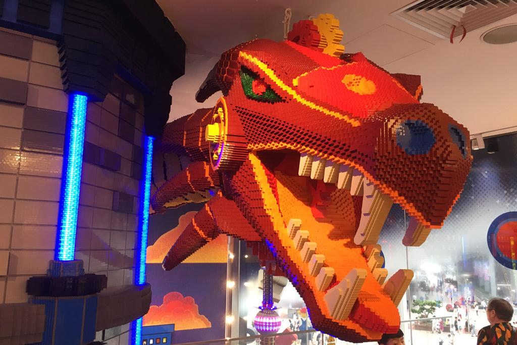 shanghai-lego-store-drache zusammengebaut.com