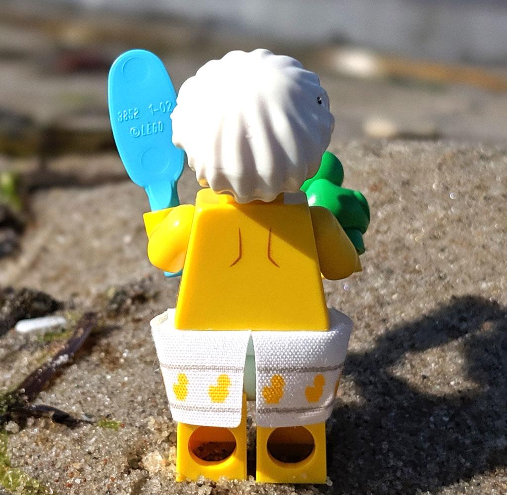 lego-71025-minifiguren-serie-19-review-dusch-kerl-strand-back-2019-zusammengebaut-andres-lehmann zusammengebaut.com