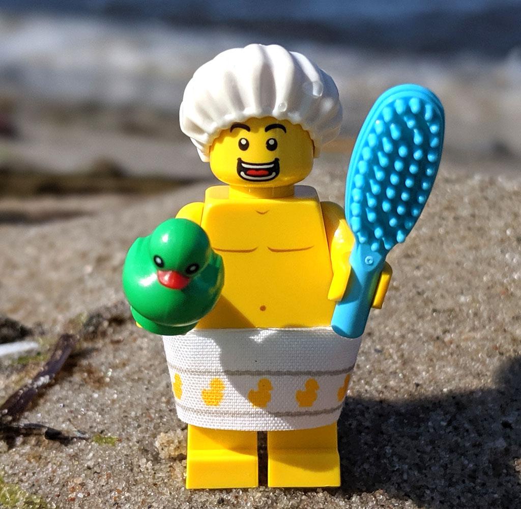 lego-71025-minifiguren-serie-19-review-dusch-kerl-strand-front-2019-zusammengebaut-andres-lehmann zusammengebaut.com