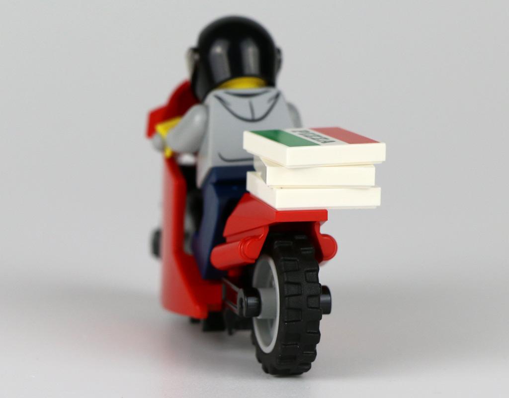 lego-city-magazin-september-minifigur-back-pizza--2019-zusammengebaut-andres-lehmann zusammengebaut.com