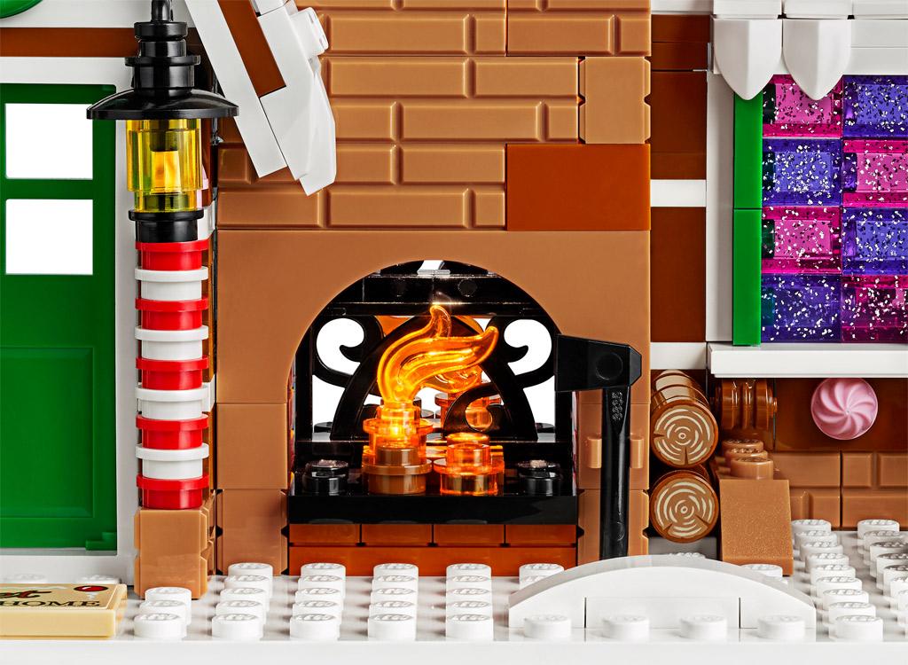 lego-creator-expert-10267-lebkuchenhaus-gingerbread-house-2019-kamin-aussen zusammengebaut.com
