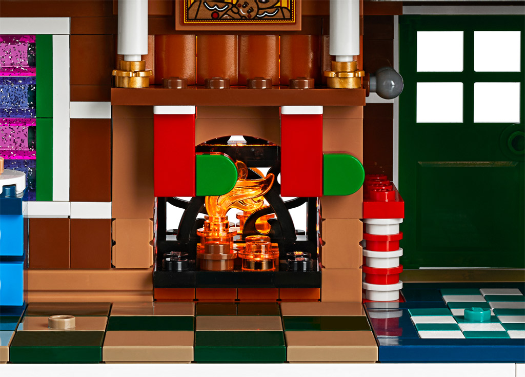 lego-creator-expert-10267-lebkuchenhaus-gingerbread-house-2019-kamin zusammengebaut.com