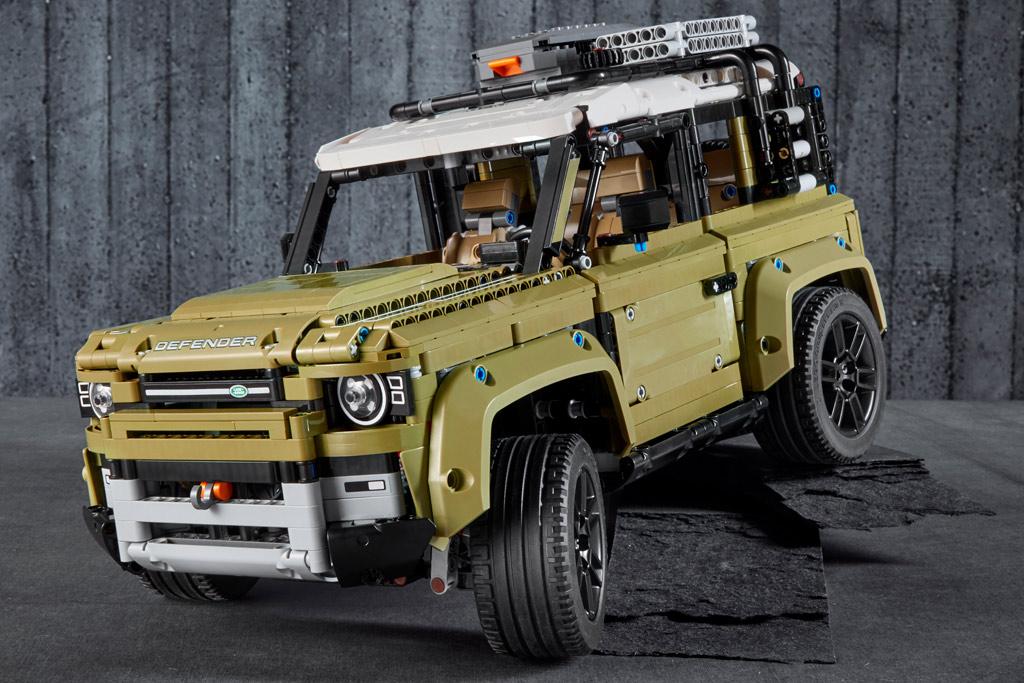 lego-technic-42110-land-rover-defender-front-2019 zusammengebaut.com