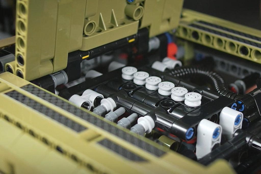 lego-technic-42110-land-rover-defender-motorhaube-2019 zusammengebaut.com