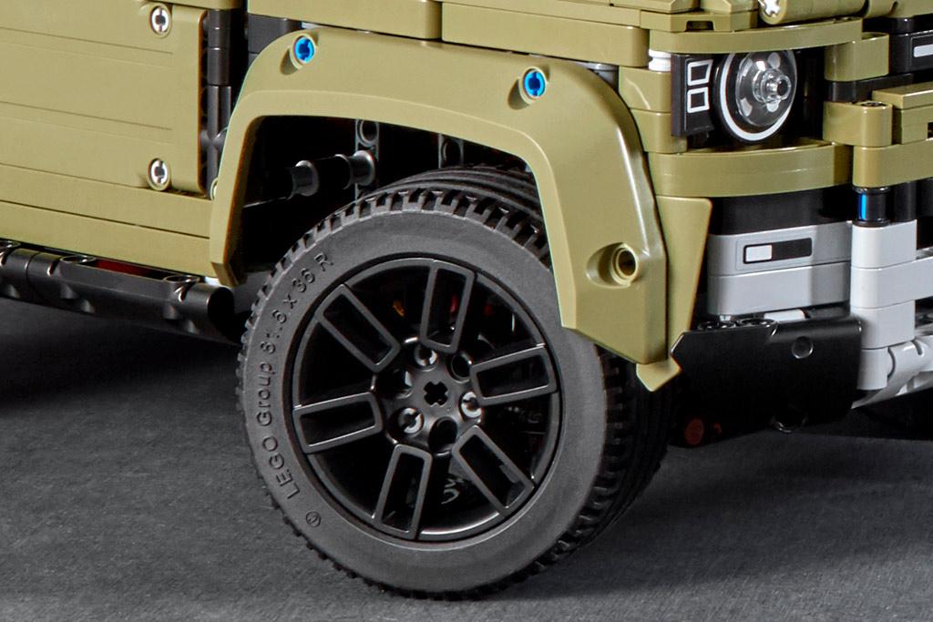 lego-technic-42110-land-rover-defender-reifen-2019 zusammengebaut.com