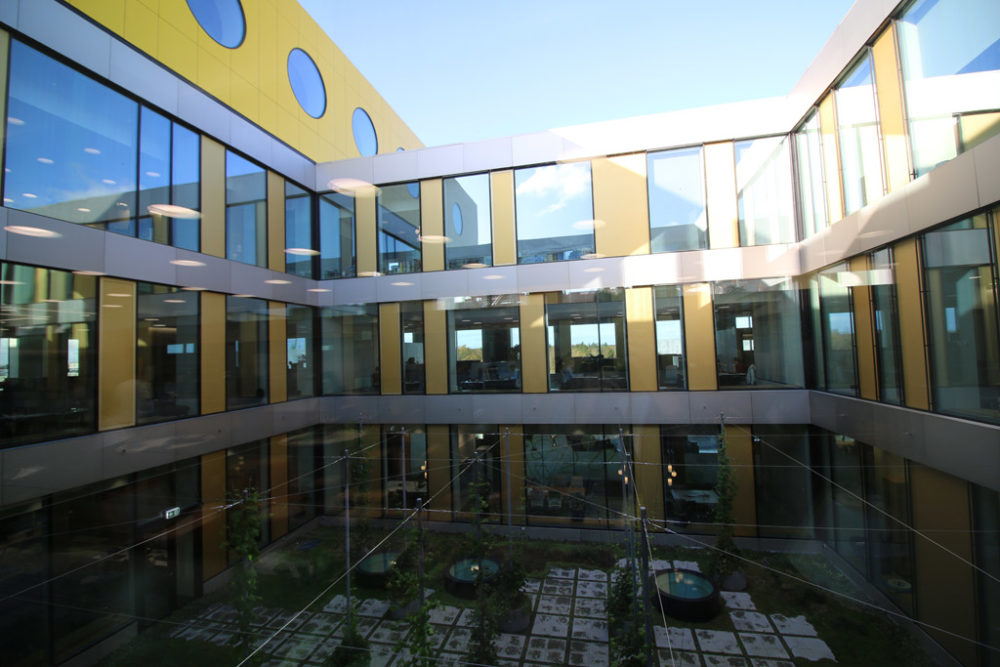 lego-campus-headquarters-innenhof-2019-zusammengebaut-andres-lehmann zusammengebaut.com