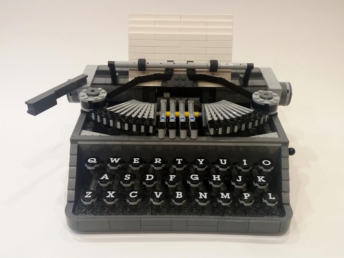 lego-ideas-typewriter-front-steve-mc-guinness zusammengebaut.com
