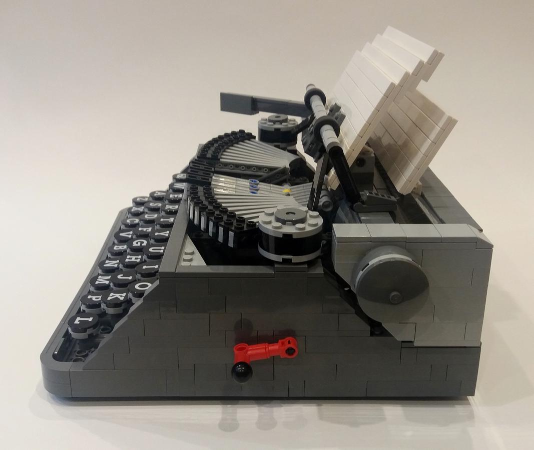 lego-ideas-typewriter-seite-steve-mc-guinness zusammengebaut.com