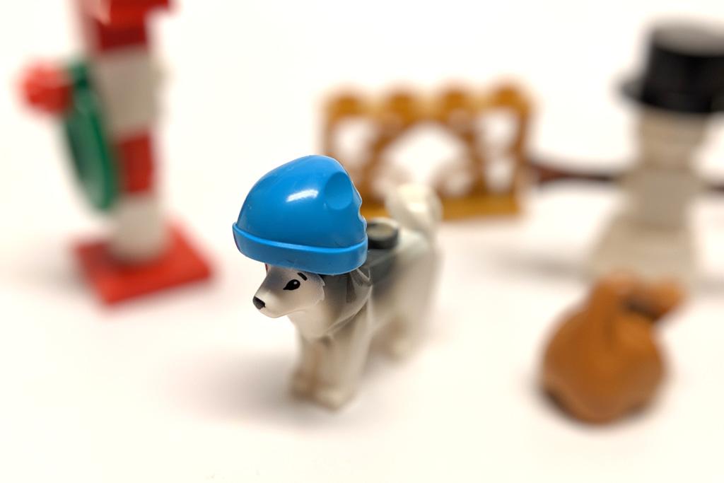 lego-xtra-40368-weihnachtszubehoer-polybag-inhalt-hund-azurblaue-muetze-2019-zusammengebaut-andres-lehmann zusammengebaut.com