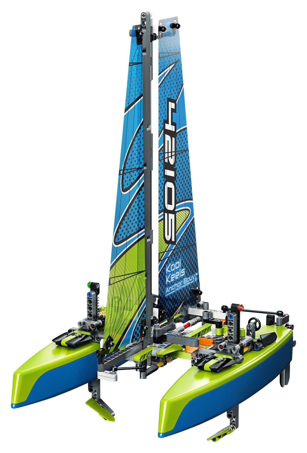 42105-lego-technic-catamaran-inhalt-2020 zusammengebaut.com
