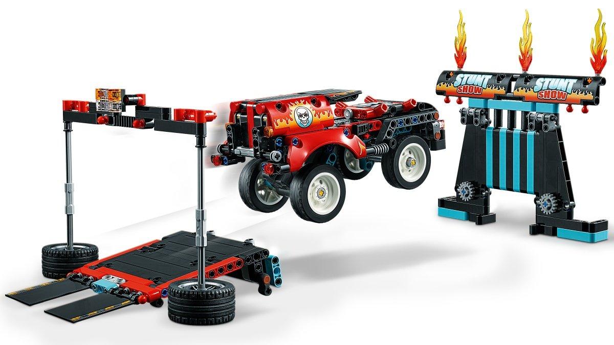 42106-lego-technic-stunt-show-truck-bike-inhalt-2020 zusammengebaut.com