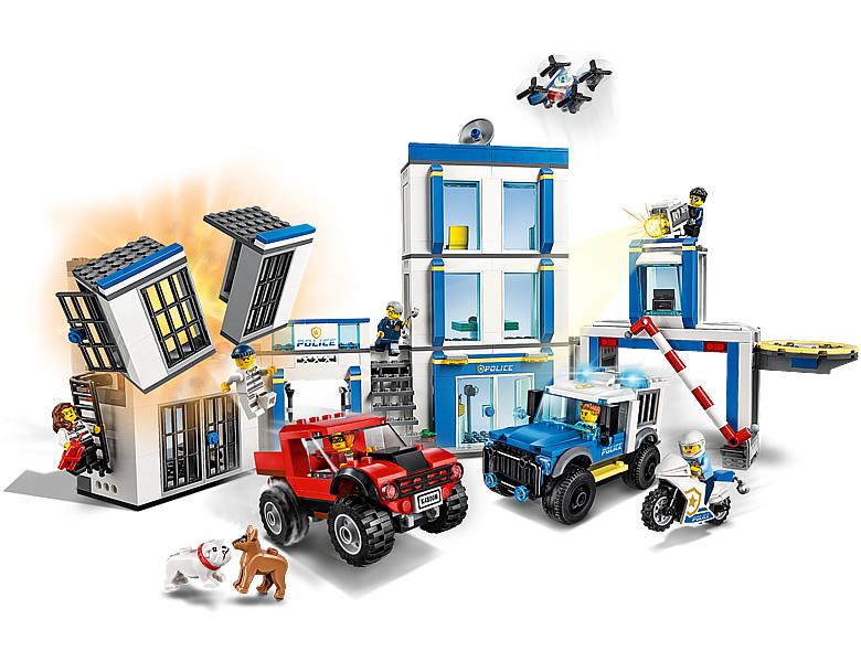 lego-ciity-60246-polizeistation-2020-inhalt-neuheit-aktion zusammengebaut.com