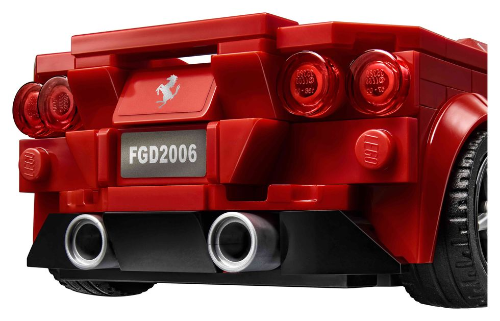 lego-speed-champions-76895-ferrari-f8-tributo-2020-heck zusammengebaut.com