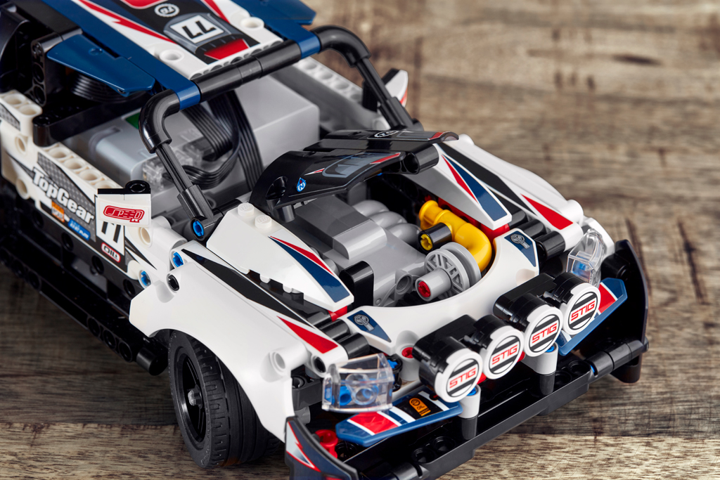 lego-technic-42109-app-controlled-top-gear-rally-car-2019-motorhaube zusammengebaut.com