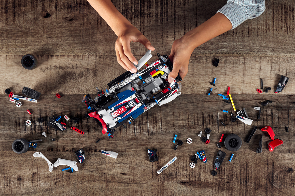 lego-technic-42109-app-controlled-top-gear-rally-car-2019-zusammenbau zusammengebaut.com
