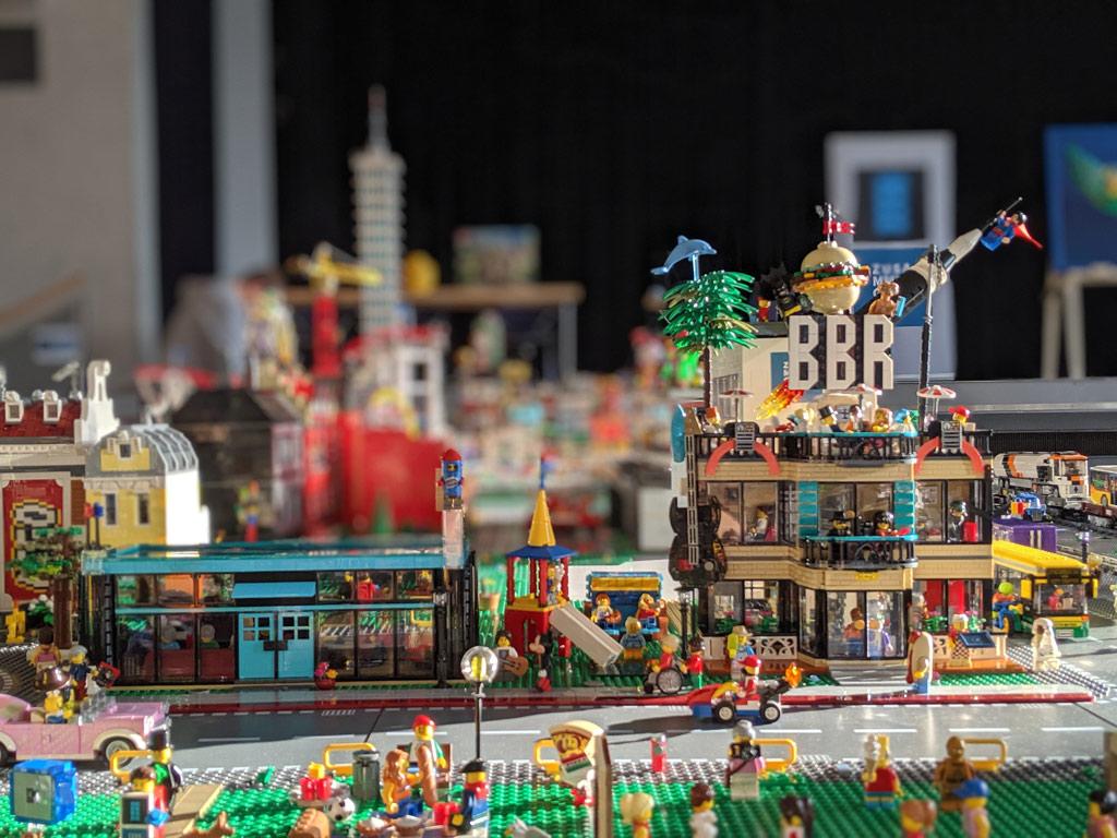 new-ukonio-city-lego-zusammengebaut-2019-andres-lehmann zusammengebaut.com