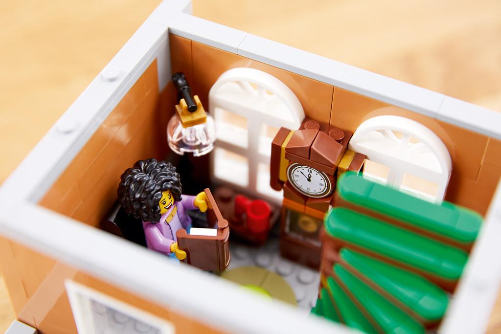 lego-creator-expert-10270-buchladen-bookshop-modular-building-buch-2020-zusammengebaut zusammengebaut.com