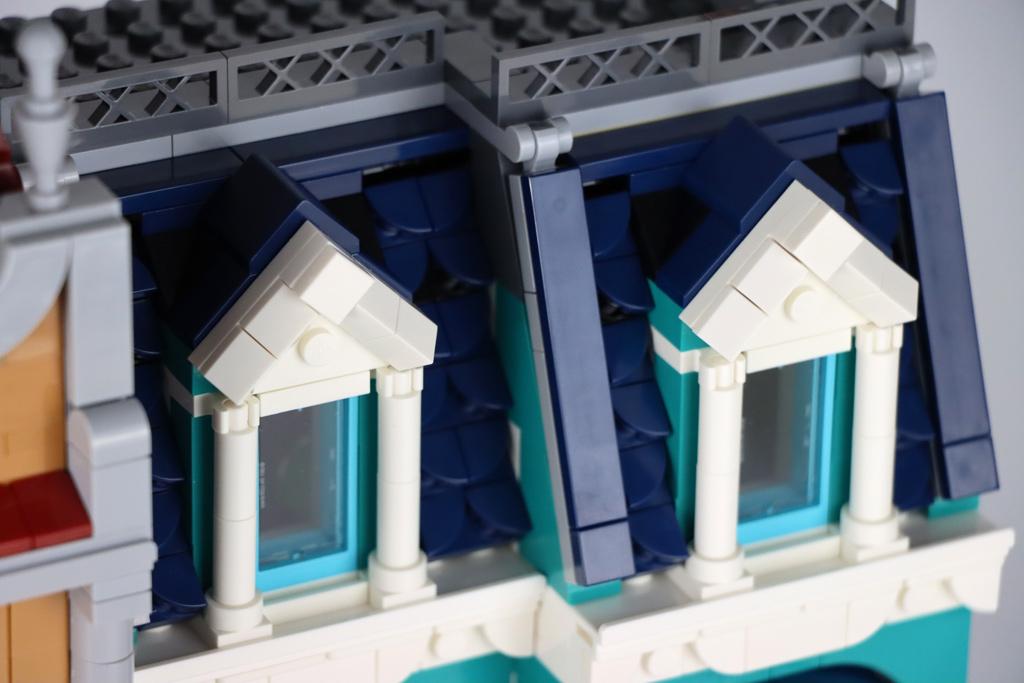 lego-creator-expert-10270-buchladen-bookshop-modular-building-dach-fenster-2020-zusammengebaut-andres-lehmann zusammengebaut.com