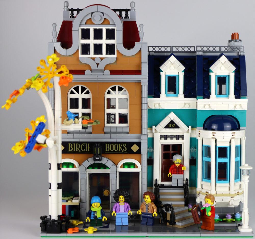 lego-creator-expert-10270-buchladen-bookshop-modular-building-front-2020-zusammengebaut-andres-lehmann zusammengebaut.com