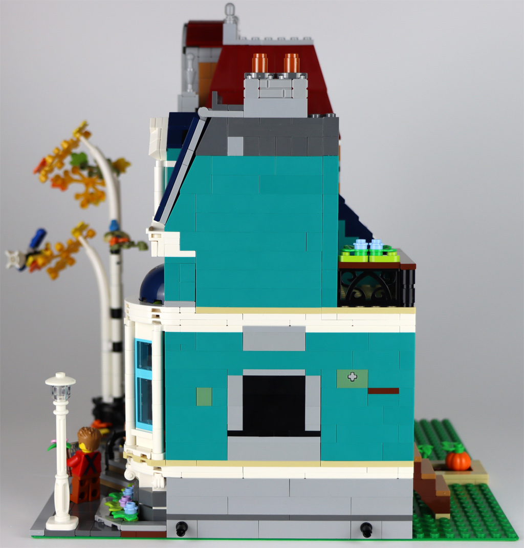 lego-creator-expert-10270-buchladen-bookshop-modular-building-front-seite-ansicht-2020-zusammengebaut-andres-lehmann zusammengebaut.com