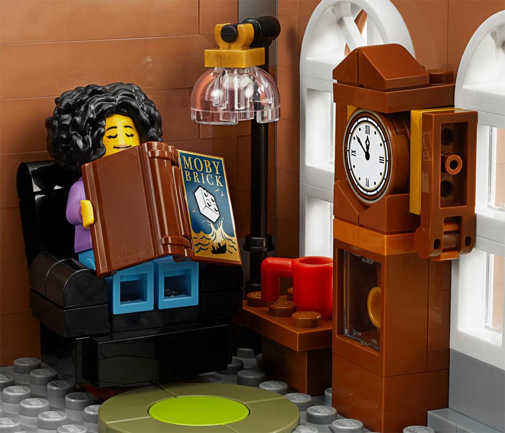 lego-creator-expert-10270-buchladen-bookshop-modular-building-nickerchen-2020-zusammengebaut zusammengebaut.com