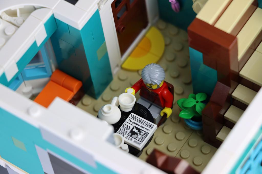 lego-creator-expert-10270-buchladen-bookshop-modular-building-wohnzimmer-2020-zusammengebaut-andres-lehmann zusammengebaut.com