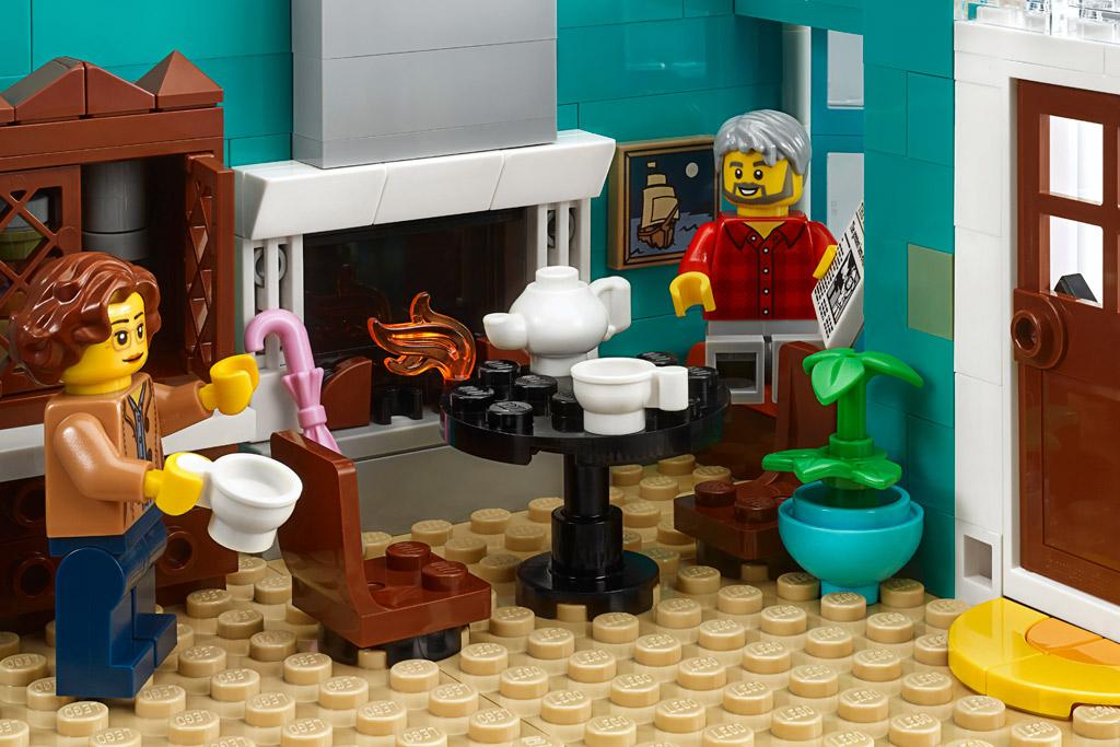lego-creator-expert-10270-buchladen-bookshop-modular-building-wohnzimmer-esstisch-2020-zusammengebaut zusammengebaut.com