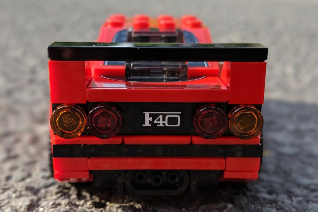 lego-speed-champions-75890-ferrari-f40-competizione-heck-zusammengebaut-2019-andres-lehmann zusammengebaut.com