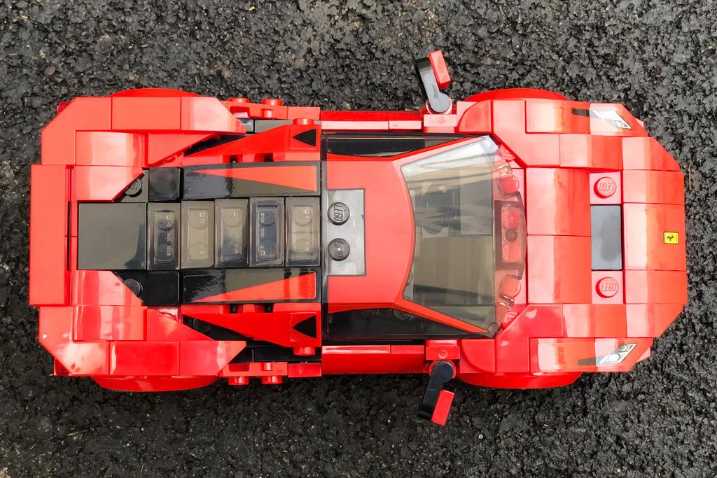 lego-speed-champions-76895-ferrari-f8-tributo-draufsicht-oben-2020-zusammengebaut-michael-kopp zusammengebaut.com