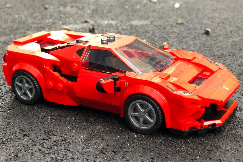 lego-speed-champions-76895-ferrari-f8-tributo-seite-front-2020-zusammengebaut-michael-kopp zusammengebaut.com