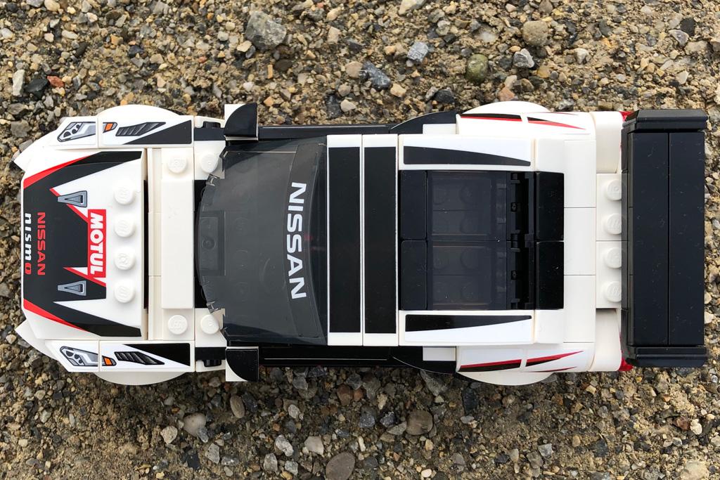 lego-speed-champions-76896-nissan-gt-r-nismo-draufsicht-2020-zusammengebaut-michael-kopp zusammengebaut.com