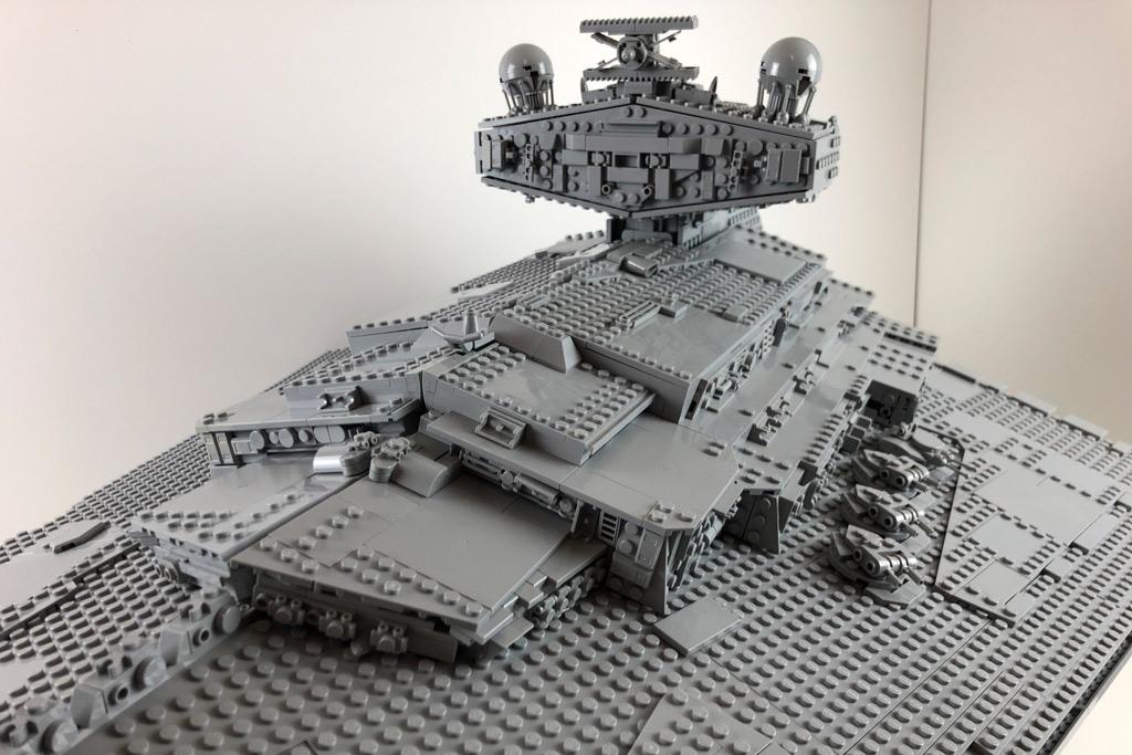 lego-star-wars-75252-ucs-imperialer-sternzerstoerer-oberseite-2019-zusammengebaut-matthias-kuhnt zusammengebaut.com