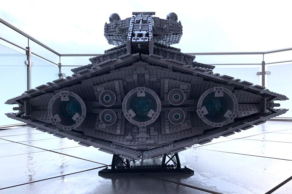 lego-star-wars-75252-ucs-imperialer-sternzerstoerer-rueckseite-draussen-2019-zusammengebaut-matthias-kuhnt zusammengebaut.com
