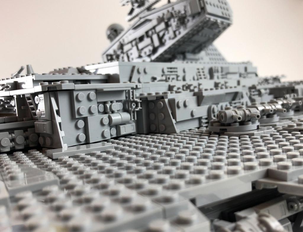 lego-star-wars-75252-ucs-imperialer-sternzerstoerer-seitenansicht-2019-zusammengebaut-matthias-kuhnt zusammengebaut.com