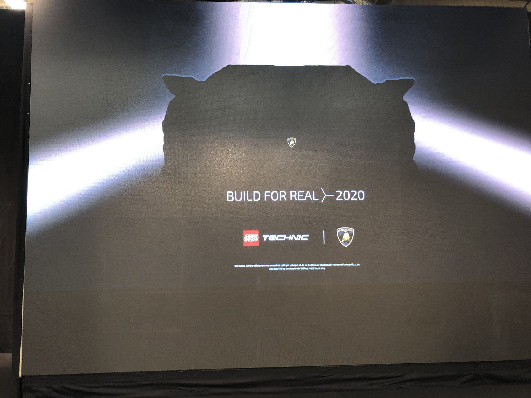 lamborghini-lego-pressekonferenz-2020-zusammengebaut-matthias-kuhnt zusammengebaut.com