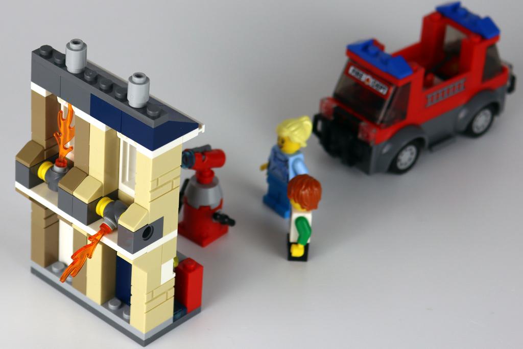 lego-40393-legoland-fire-academy-back-2020-zusammengebaut-andres-lehmann zusammengebaut.com