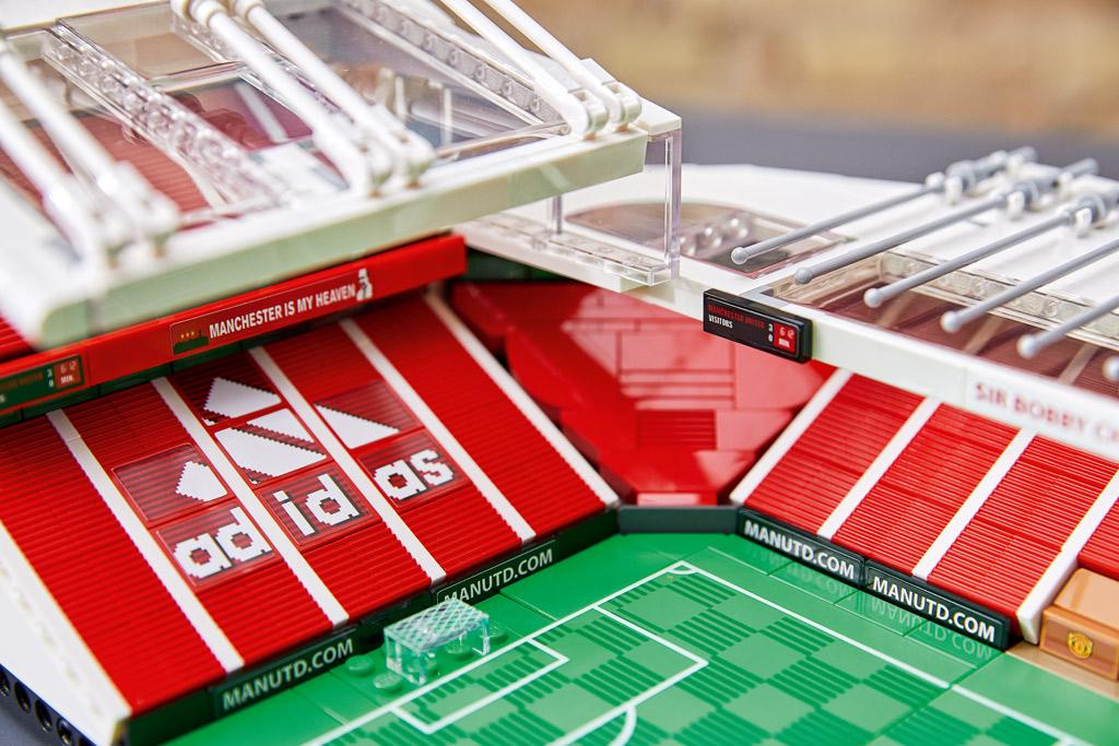 lego-creator-expert-10272-old-trafford-manchester-united-2020-stadiondach zusammengebaut.com