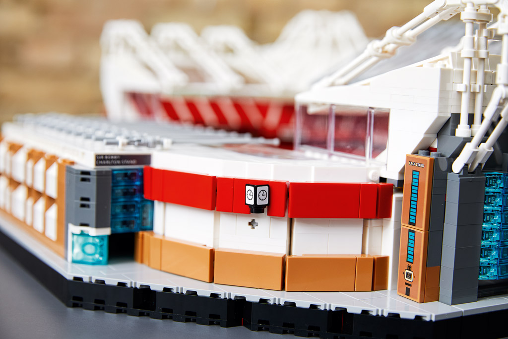 lego-creator-expert-10272-old-trafford-manchester-united-2020-sticker zusammengebaut.com