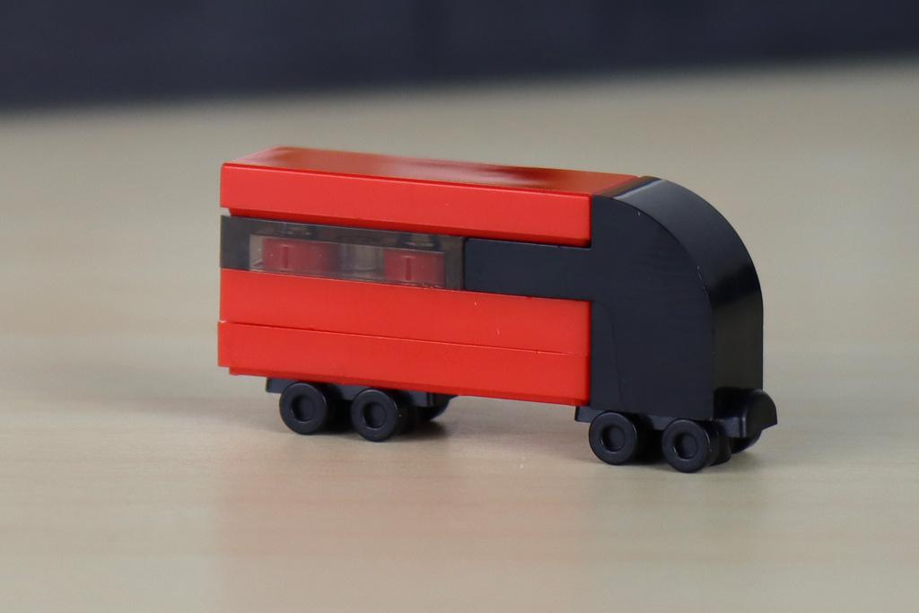 lego-creator-expert-10272-old-trafford-manchester-united-mannschaftsbus-2020-zusammengebaut-andres-lehmann zusammengebaut.com