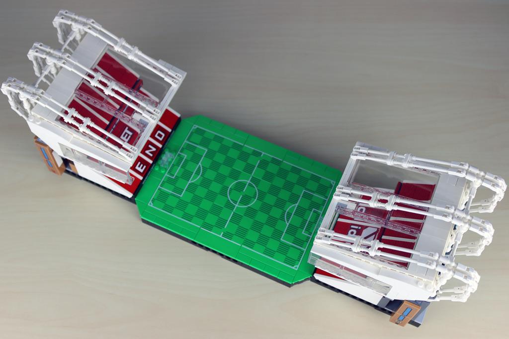 lego-creator-expert-10272-old-trafford-manchester-united-spielfeld-minifigur-tribuene-2-2020-zusammengebaut-andres-lehmann zusammengebaut.com