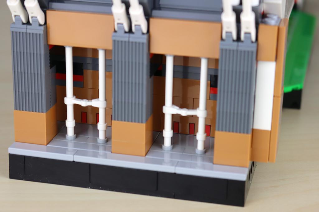 lego-creator-expert-10272-old-trafford-manchester-united-spielfeld-minifigur-tribuene-2-seiteneingang-2020-zusammengebaut-andres-lehmann zusammengebaut.com
