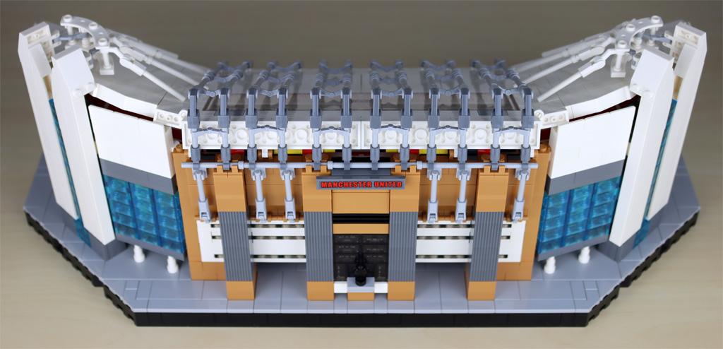 lego-creator-expert-10272-old-trafford-manchester-united-spielfeld-minifigur-tribuene-3-rueckseite-eingang-2020-zusammengebaut-andres-lehmann zusammengebaut.com