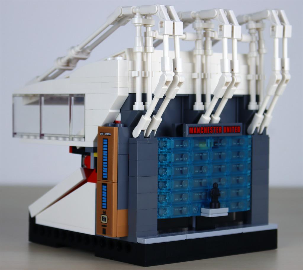 lego-creator-expert-10272-old-trafford-manchester-united-tribuene-1-rueckseite-2020-zusammengebaut-andres-lehmann zusammengebaut.com